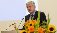 Rektor Schiewer welcomes